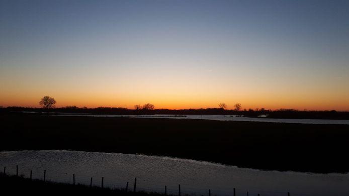 Zonsondergang bij de Maasbandijk.