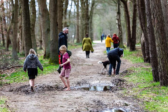 Veel mensen trokken er de afgelopen dagen op uit in de natuur. Ook komend weekend verwachten natuurgebieden veel bezoekers.
