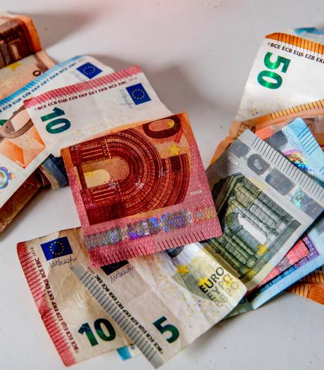 Bronckhorst koerst af op miljoenentekort
