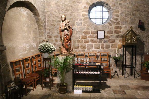 Het Mariabeeld staat sinds drie jaar opnieuw in de kerk van Hoksem. Het werd deze keer wel steviger vastgemaakt tegen diefstal.