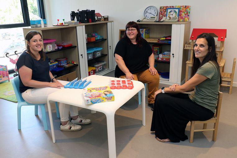 Eline Nietvelt, Bianca Rachart en Dorien Meeusen waren maandag voor het eerst aan de slag op de nieuwe vestiging aan de Lierseweg.