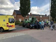 Auto en tractor botsen op elkaar in Den Ham