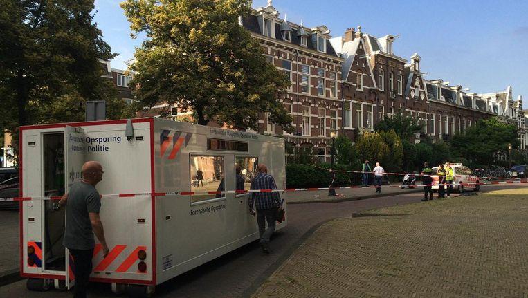 De politie doet onderzoek op de plek van het steekincident Beeld Josien Wolthuizen