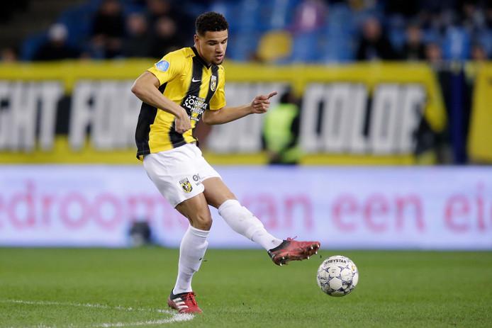 """Armando Obispo ontwikkelt zich bij Vitesse.  ,,Een heel jaar voetballen is dan erg mooi én belangrijk."""""""