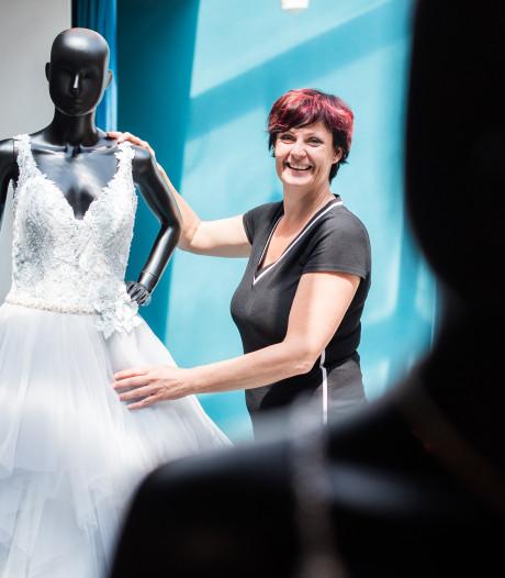 Rebecca (47) runt al kwart eeuw een bruidswinkel: 'Vrij uitzonderlijk'