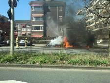 Auto volledig uitgebrand aan Willem Witsenplein