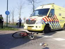 Wielrenner botst op auto in Oeffelt