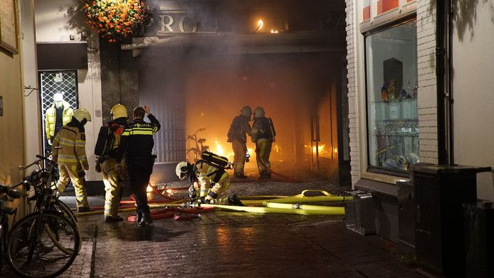 De brand woedde in de Proosdijpassage, in de Deventer binnenstad.