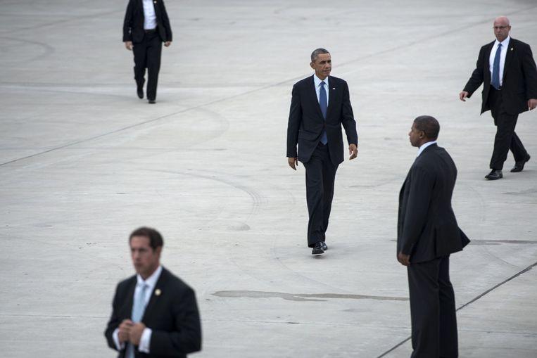 Op de luchthaven O'Hare van Chicago loopt president Obama naar zijn vliegtuig, Air Force One Beeld AFP