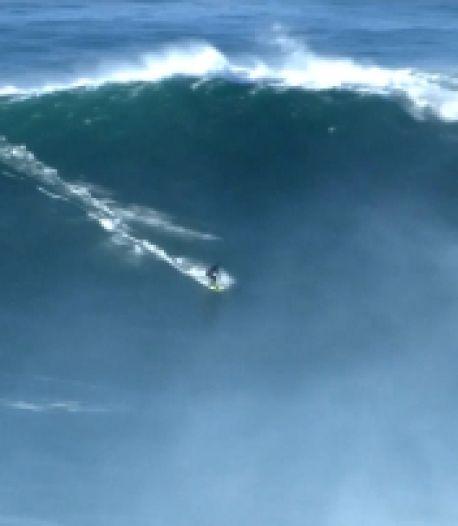 Des vagues énormes font le bonheur des surfeurs au Portugal