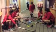 Spaanse hockeydames kunnen zelfs in hotel hun stick geen seconde loslaten