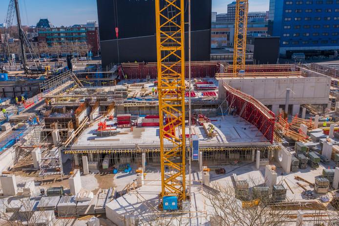De bouwplaats van  het nieuwe cultuurcomplex aan het Spui.