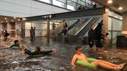 Wat doen Zweden als treinstation overstroomt? Ze maken er een zwembad van