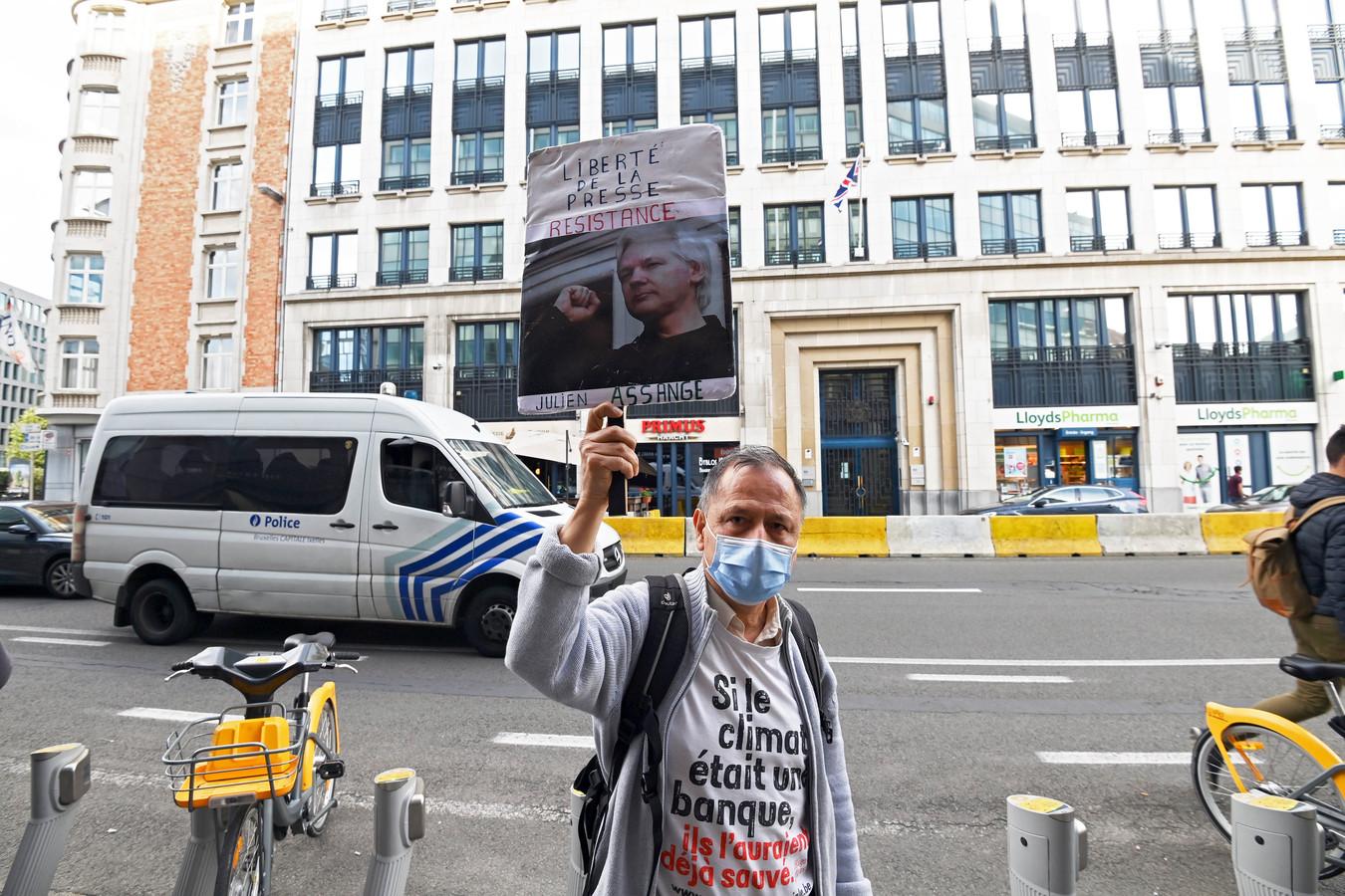 Gisteren werd aan de Britse ambassade in Brussel ook al geprotesteerd in de hoop dat de autoriteiten van het land het uitleveringsverzoek door de VS afwijzen.