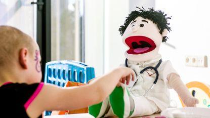 Deze dokterspop zorgt voor ontroering en eerlijkheid in 'Helden van de Kinderkliniek'