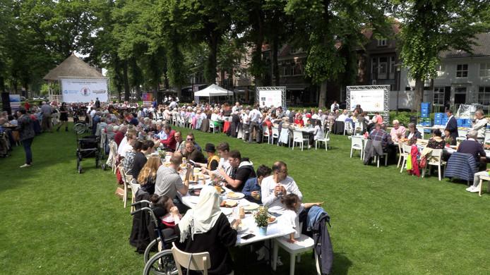 Stichting Sociaal Huis ging zondag aan tafel op de kop van De Lind in Oisterwijk van start