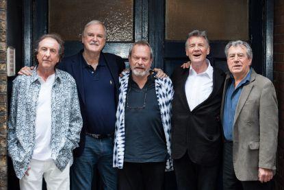 """Monty Python-collega's reageren op overlijden Terry Jones: """"Twee zijn er al weg, nog vier over"""""""