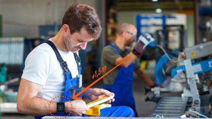 """Havenbedrijf test slimme armband om coronabesmettingen te voorkomen: """"Signaal als werknemers te dicht bij elkaar komen"""""""