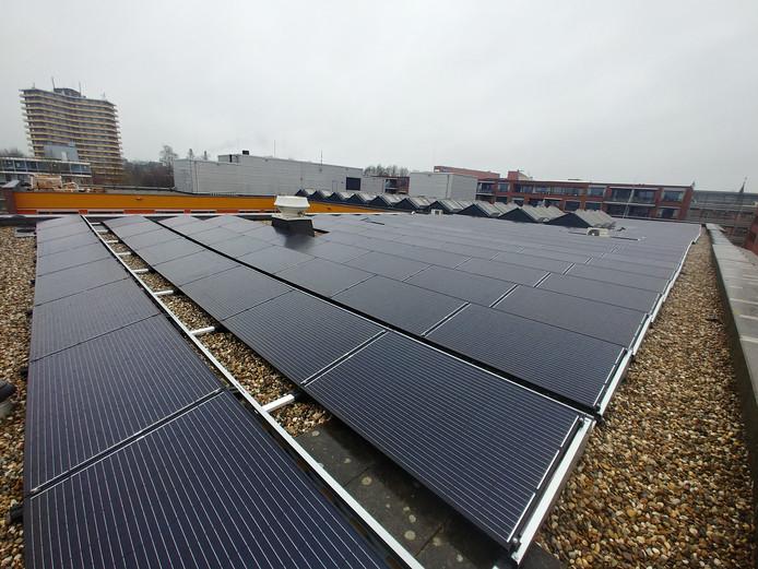 De al geplaatste zonnepanelen op het dak van Pieter Pauw.