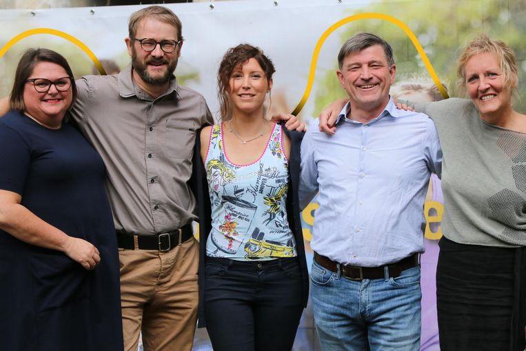 v.l.n.r.: Saskia Bressinck, lijsttrekker Dimitri Van Laere, Caroline Vermeulen, Kris Claessens en Elsje De Wilde.