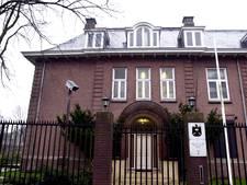 Koerdische vlag gehesen bij Iraakse ambassade Den Haag