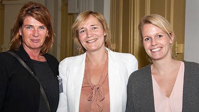 Inge Broekx, Hanneke van der Leun en Maria de Jong(vlnr)willen vrouwen warm laten lopen voor een rol in de lokale politiek.