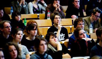 Minister wil bovengrens aan collegegeld tweede studie