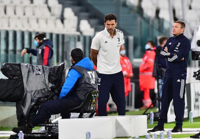 Gianluigi Buffon in het stadion bij het wachten op Napoli.