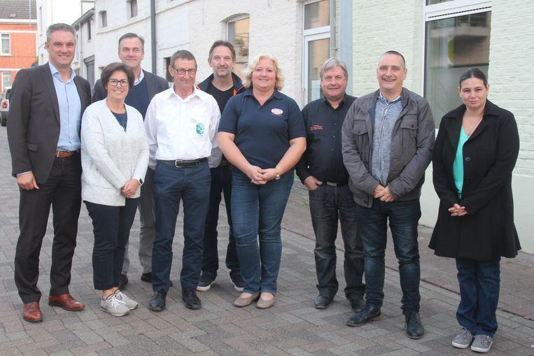 Een kleine delegatie van de talrijke mensen en verenigingen die meewerkten voor het behalen vanhet Fairtradelabel in Erpe-Mere.