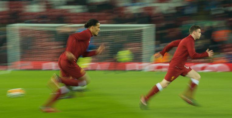 Van Dijk warmt op voor Liverpool. Hij speelt bij Liverpool met nummer 4, het getal dat hij ook droeg bij FC Groningen en Celtic. Beeld epa