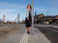 Foutje: gemeente laat lantaarnpalen op stoepje voor blinden en slechtzienden plaatsen