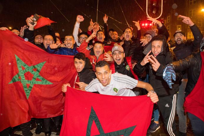 Blijdschap bij Marokkaanse Nederlanders toen Marokko zich plaatste voor het WK voetbal.