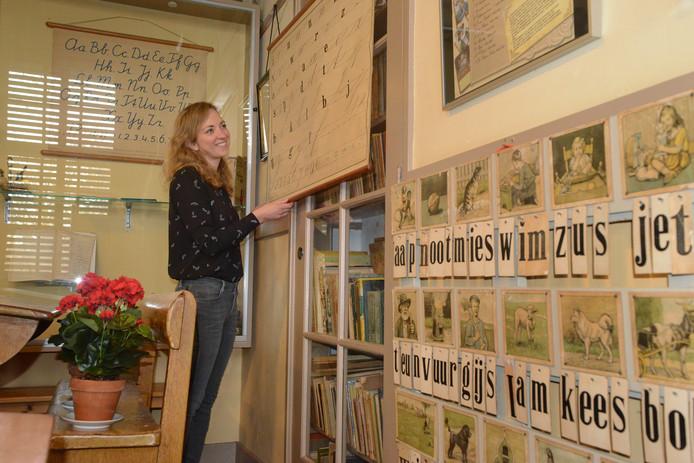 Anne van Hekke in het klaslokaal van de Burghse Schoole.
