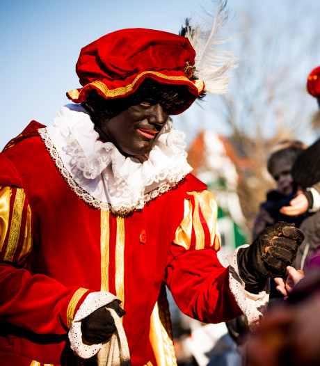 Stichting gaat met speculaas langs de deur om intocht van Sinterklaas in Nieuwendijk te kunnen betalen