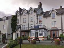 Dronken gepensioneerd stel richt ravage aan in Brits hotel