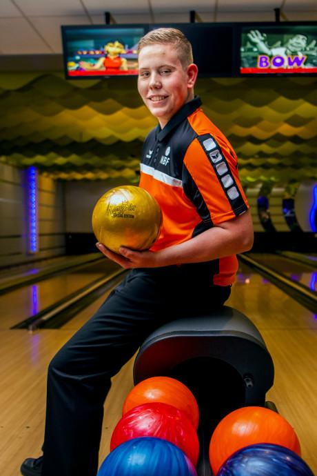 Nick (18) uit Hellevoetsluis klaar voor het EK bowlen