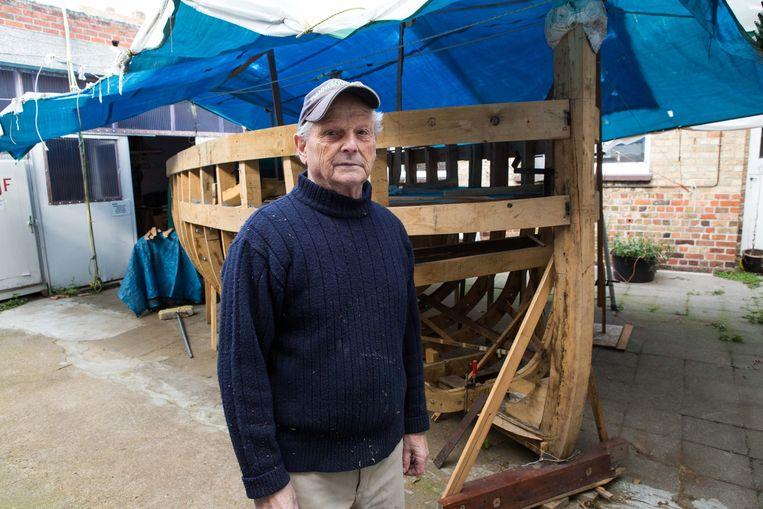Maurice drie jaar geleden bij de Panneboot die hij toen aan het bouwen was.