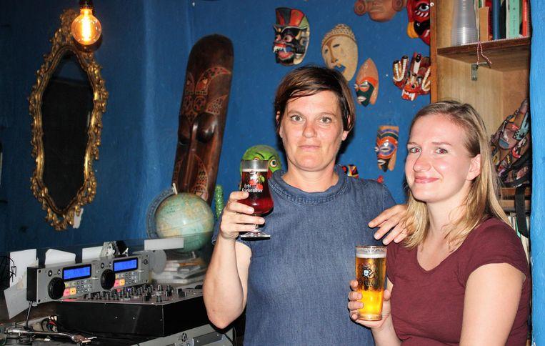 De huidige uitbaatsters Rebekka Callewaert en Nele Van Coillie.