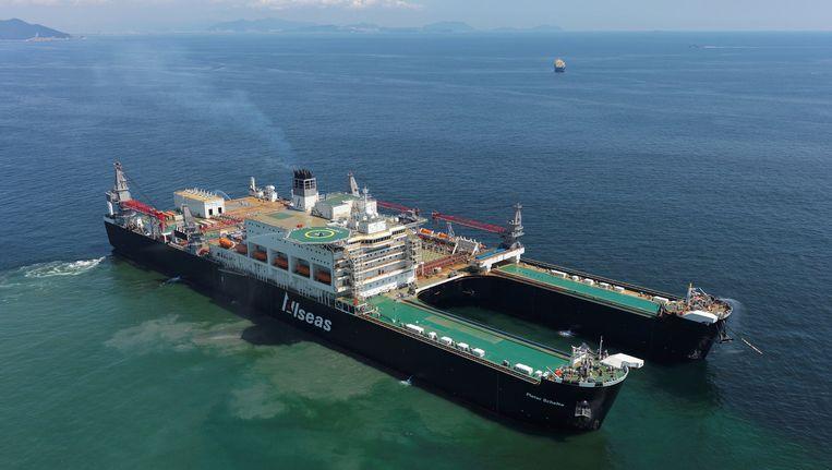 De Pieter Schelte maakt een proefvaart buiten de haven van Okpo in Zuid-Korea. Beeld anp
