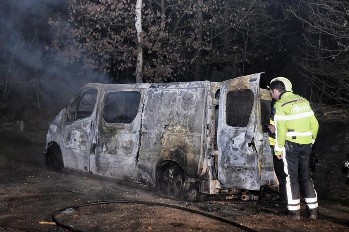Bestelbusje uitgebrand gevonden in Hilvarenbeek.