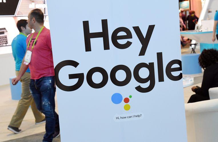 Een bord van de Google Assistant wordt gepresenteerd in Las Vegas, december 2018. Google is een van de bedrijven waar toptalent naartoe vertrekt. Beeld AFP