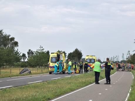 Automobilist zwaargewond door ernstig ongeluk in Varsselder, weg urenlang afgesloten