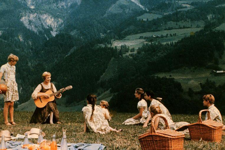 Julie Andrews, met gitaar, in The Sound of Music (Robert Wise, 1965). Beeld ANP
