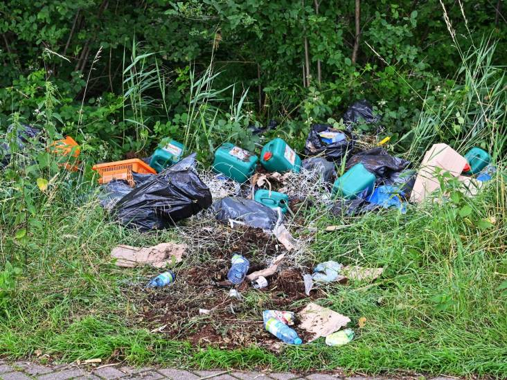 Drugsafval gedumpt in natuur bij Etten-Leur