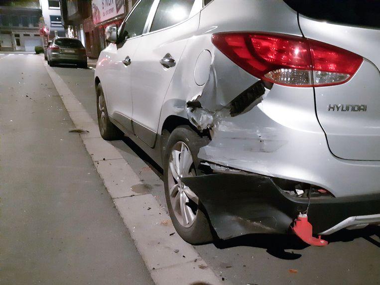 De aanrijder vluchtte weg en veroorzaakt op het volgende kruispunt bijna een tweede ongeval door door het rode licht te rijden.