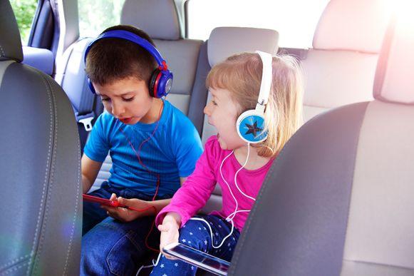 Dankzij de apps van LEGO en DUPLO hebben je kinderen uren spelplezier voor onderweg.