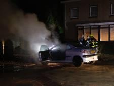 Auto brandt uit in Gennep