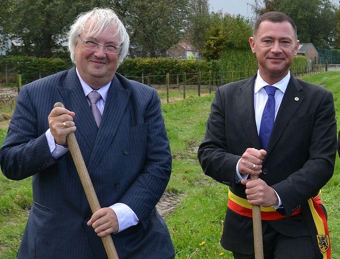 Initiatiefnemer Rudy Mattheus en burgemeester Peter Reekmans slaan de handen in mekaar om het tweede high tech postrevalidatiecentrum in Vlaanderen te bouwen