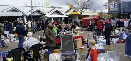 Vrijmarkt in Emmeloord in beeld mét Nederlands grootste vlag