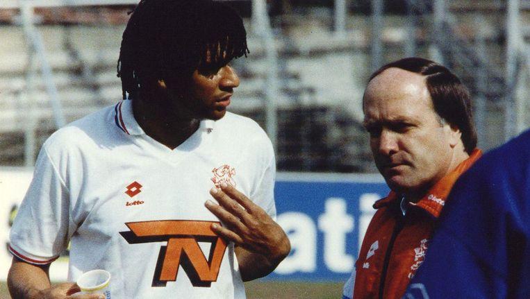 Gullit en Advocaat in 1993 als speler en trainer van het Nederlands elftal Beeld anp